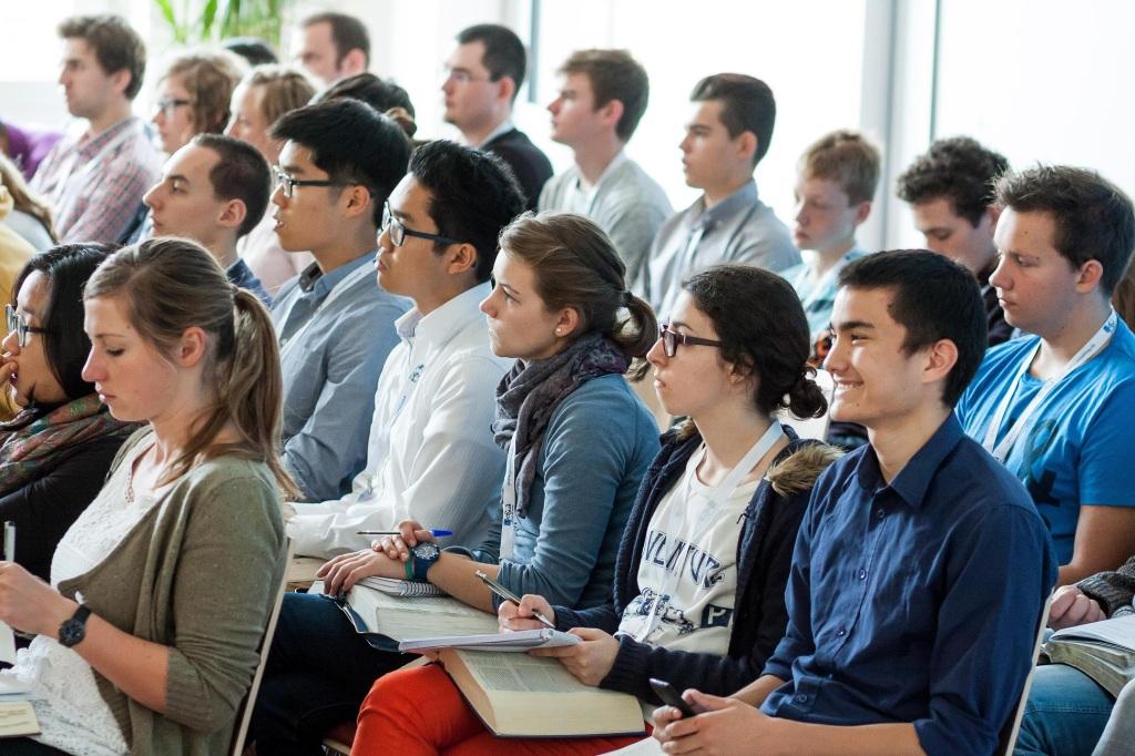 aufmerksame-zuhoerer-josia-konferenz-2014