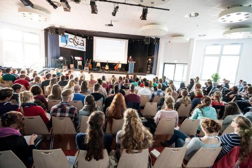 voller-saal-predigt-jochen-josia-konferenz-2014